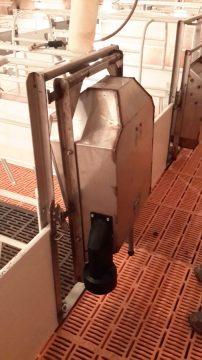 Farrowing crate door (Front view)