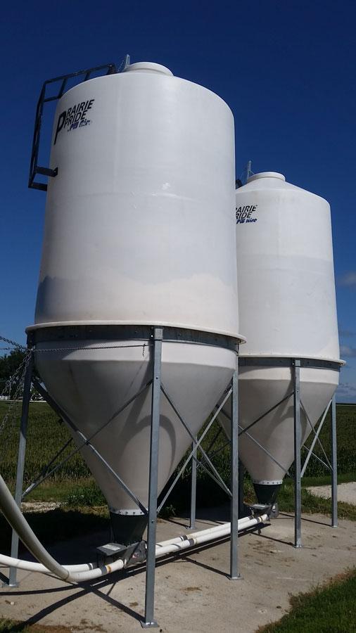 Prairie Pride Polyethylene Feed Bins Gallery | PigEasy Pig Farming